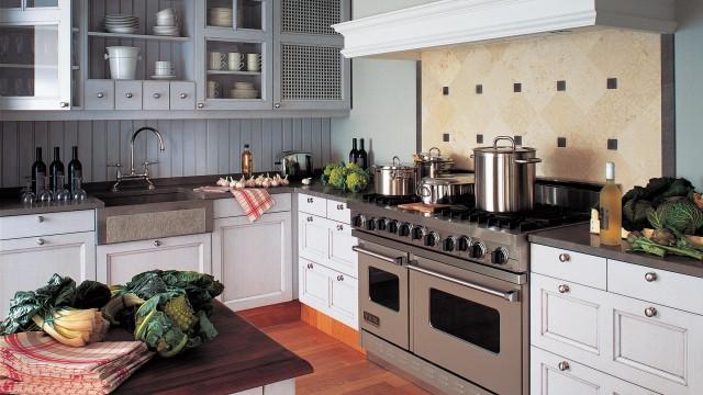 Design, chaleur et élégance d'une cuisine à la française réalisée à l'unité