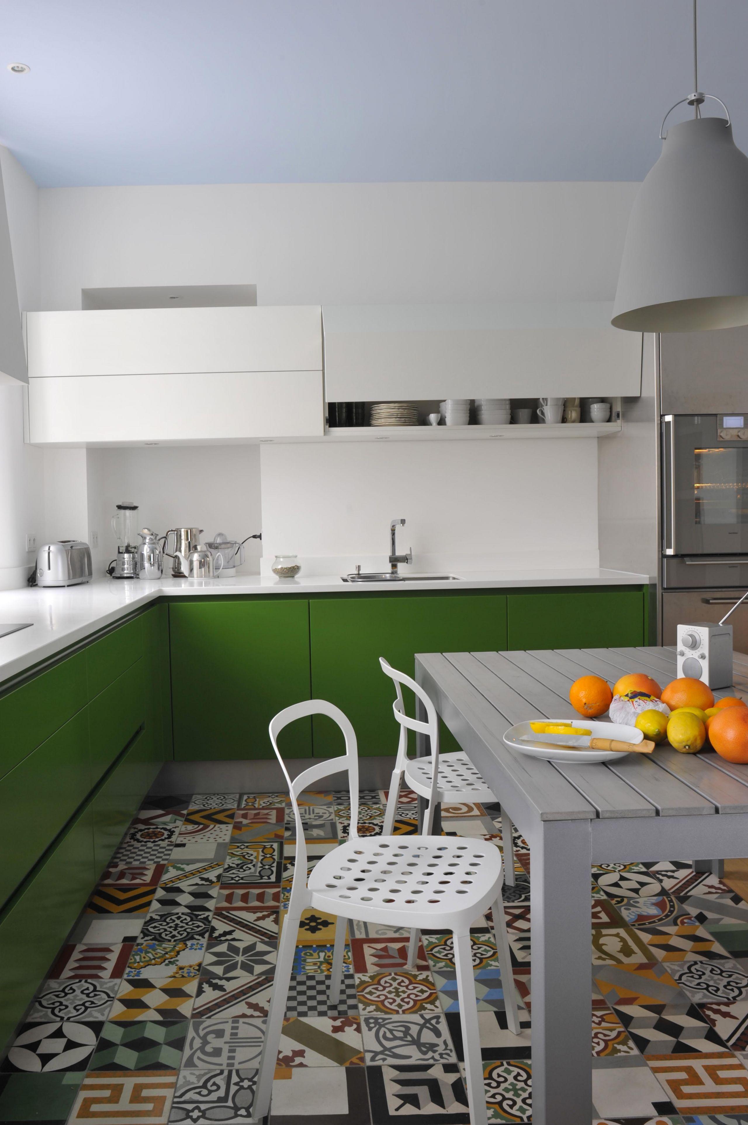 cuisine laqu e mate sans poign e profondeur des couleurs explosivit des tonalit s atelier de. Black Bedroom Furniture Sets. Home Design Ideas