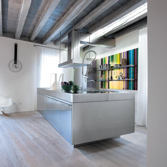 A stainless steel kitchen with bold coordinated design - 1