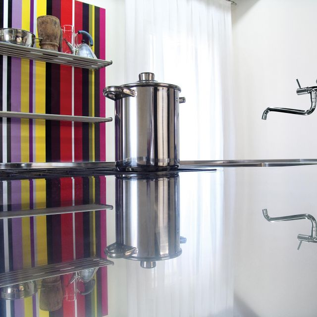 A stainless steel kitchen with bold coordinated design - 3
