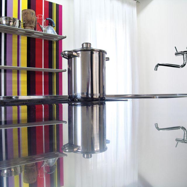 Cuisine inox au design acier monolithique assum atelier for Atelier de cuisine montpellier