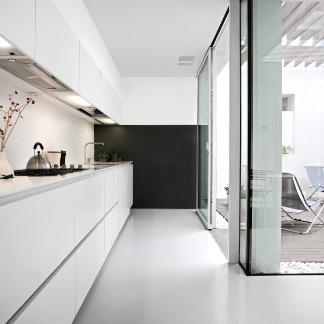 Super sleek lacquered kitchen featuring well-balanced and light-filled design - 1