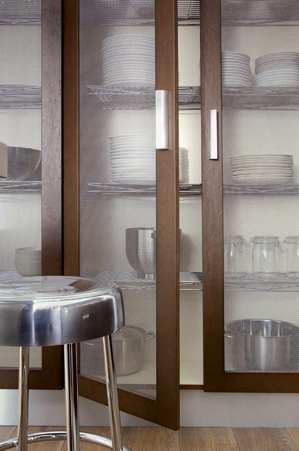 effet m tallique et profondeur des textures pour une cuisine audacieuse atelier de saint paul. Black Bedroom Furniture Sets. Home Design Ideas