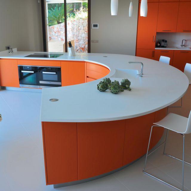 cuisine galb e sans poign e plan de travail en corian atelier de saint paul. Black Bedroom Furniture Sets. Home Design Ideas