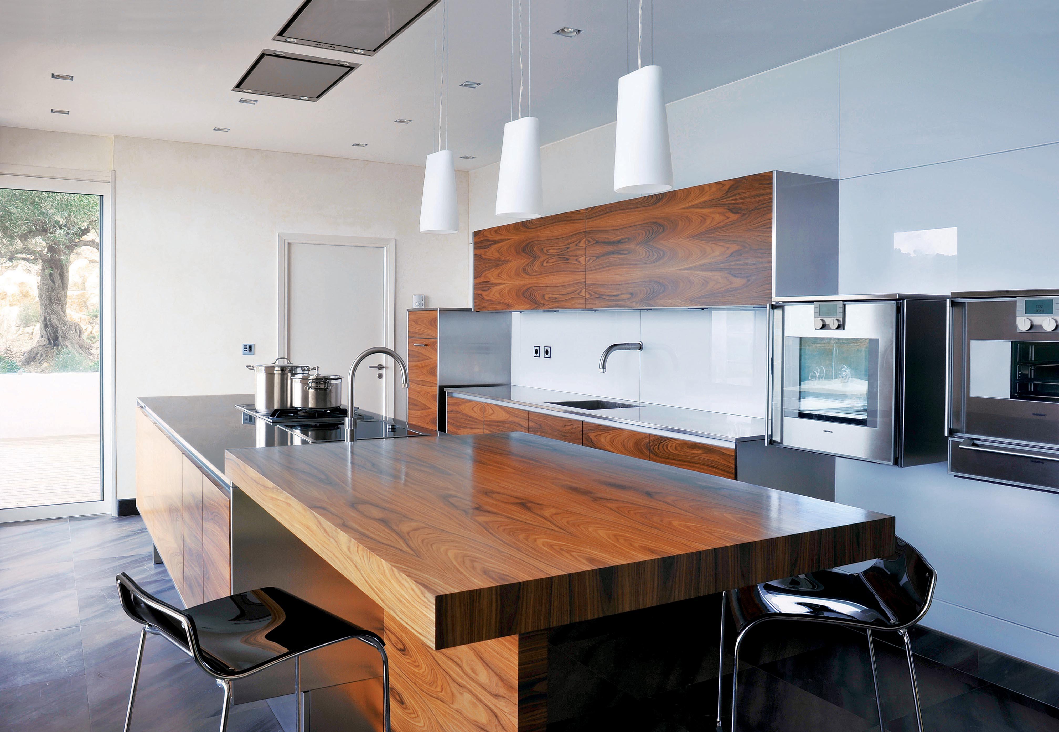 l 39 excellence dans la ma trise des mat riaux d 39 exception cuisine technologique et intemporelle. Black Bedroom Furniture Sets. Home Design Ideas