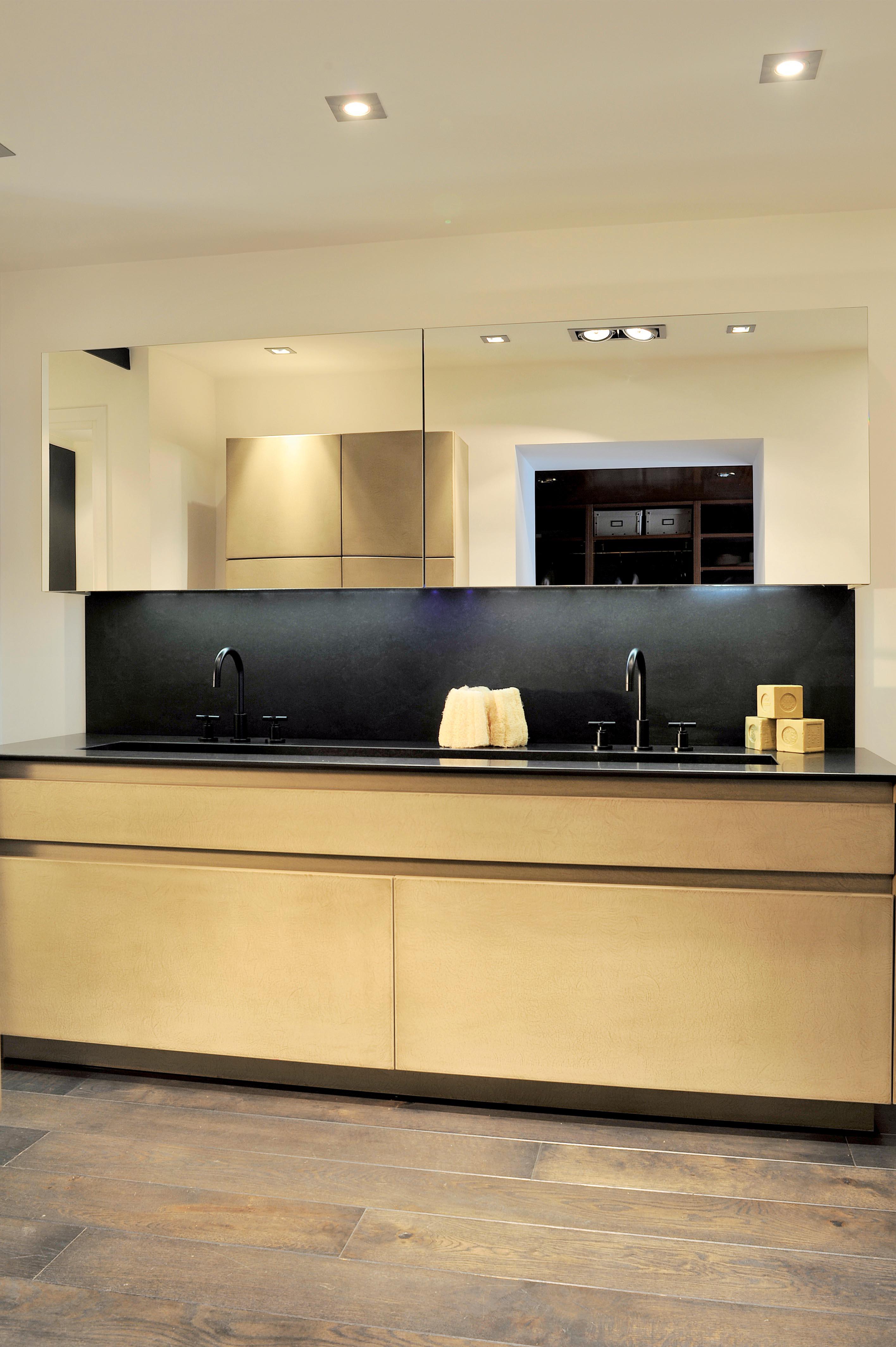 full granite bathroom luxury materials atelier de saint paul. Black Bedroom Furniture Sets. Home Design Ideas