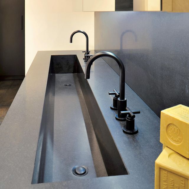 Salle de bain granit monolithique et matières profondes - 2