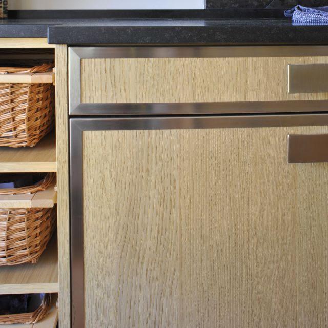 Tradition et modernité se confondent pour cette cuisine chêne et acier - 2