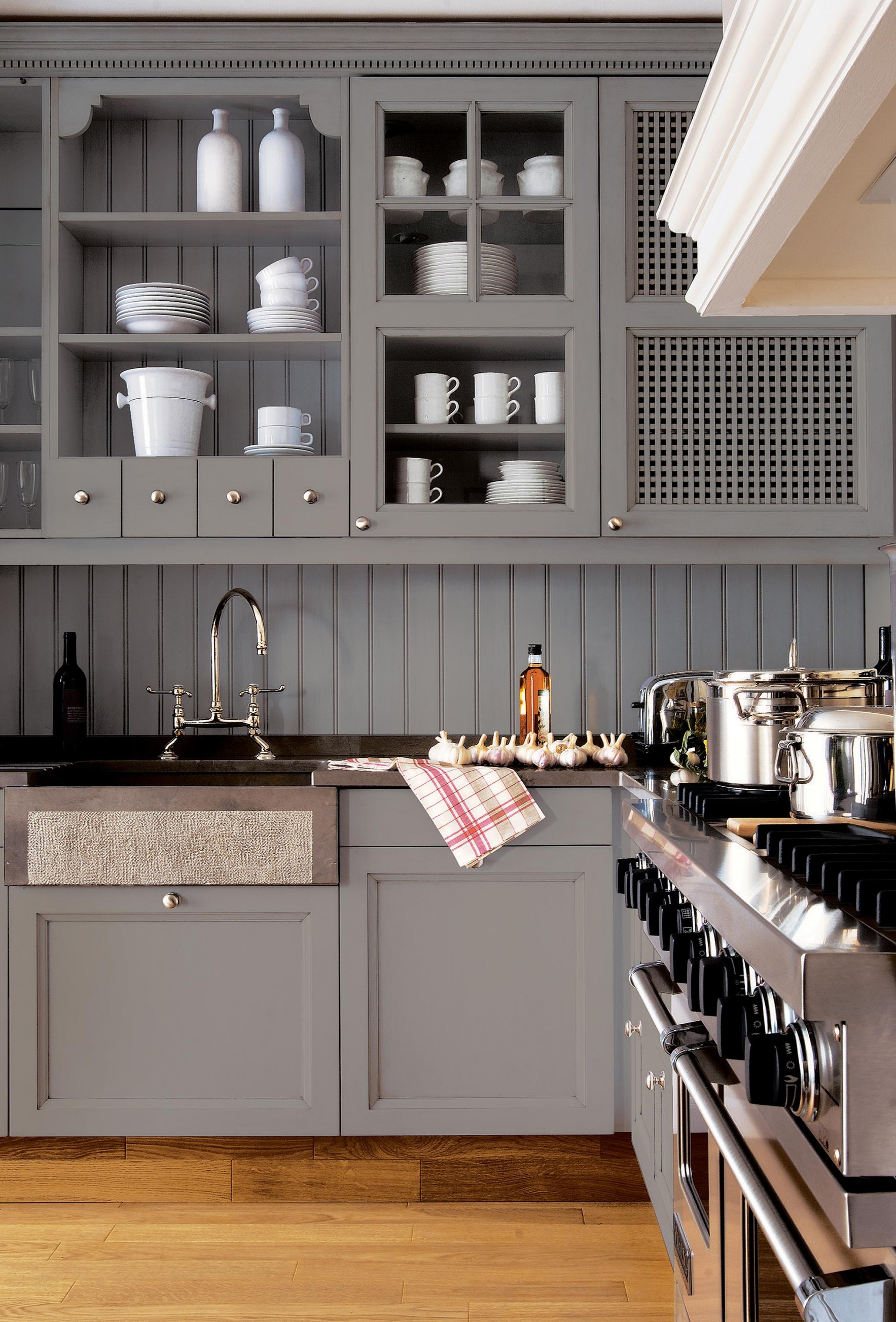 Custom-built kitchen with exclusive lacquer finishes