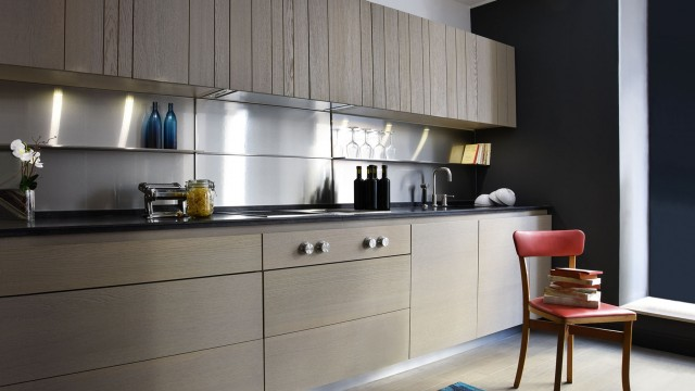 Cuisine élégante aux lignes chaleureuses et au design assumé