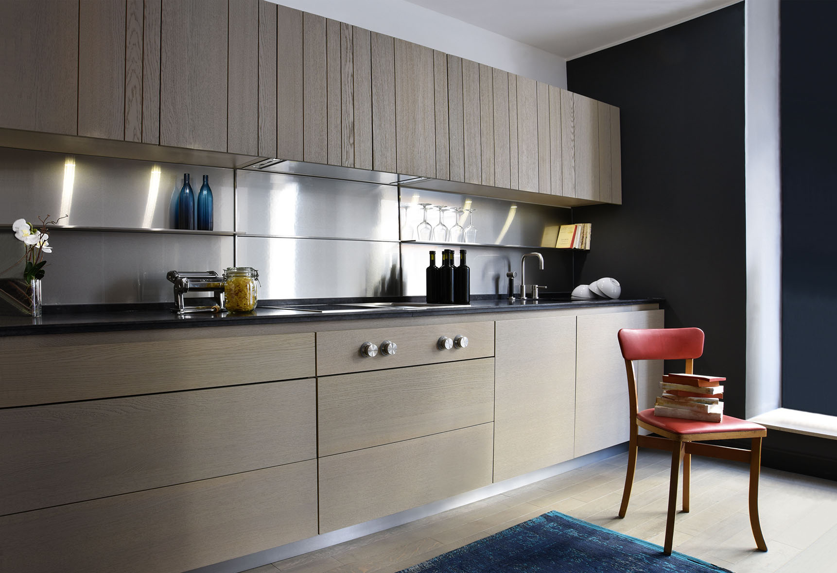 An elegant kitchen with inviting lines and standout design